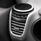 kia_soul_ev_design_integrated_air_vents_and_tweeters_big